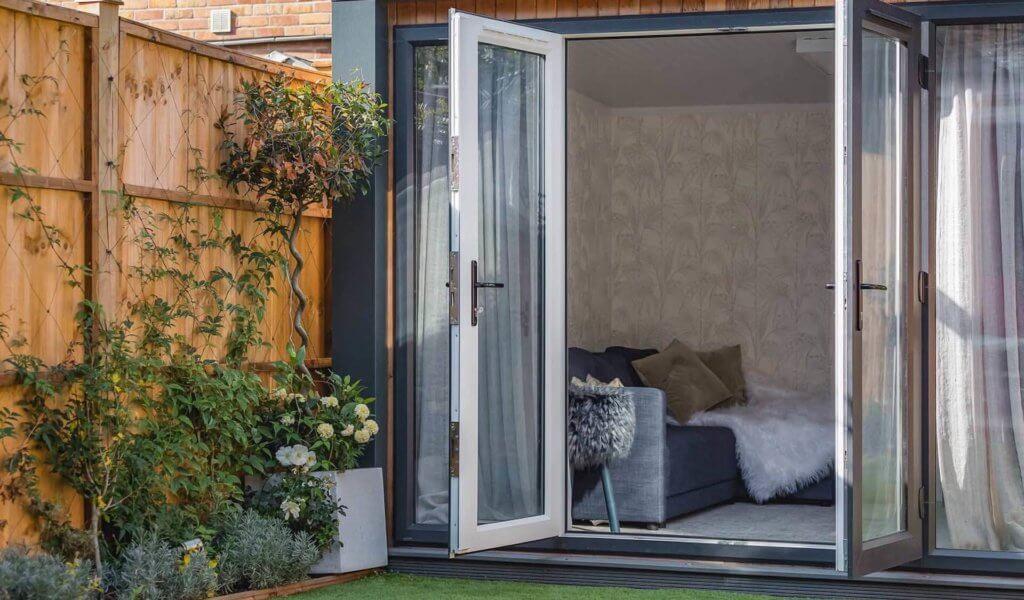 summer house building in London garden