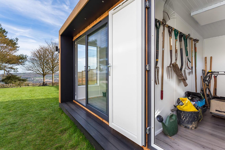 garden room with storage