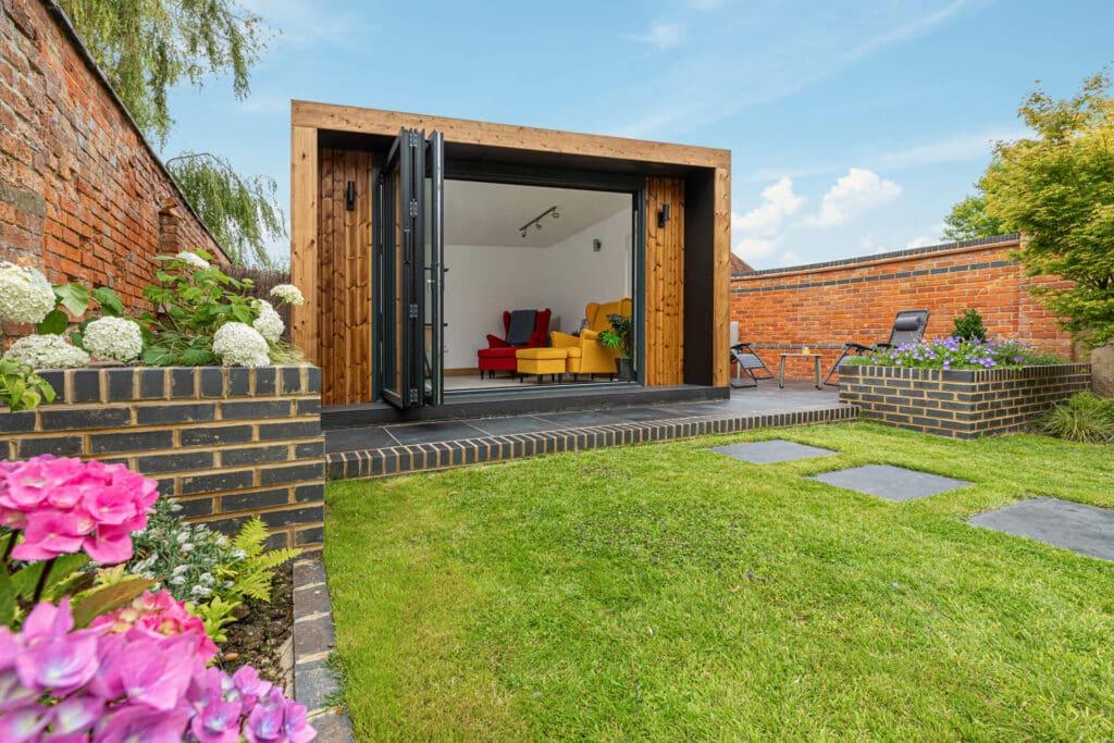 Edge Garden Room as an office