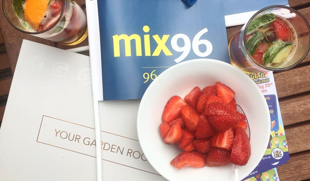 mix-96-duck-race-pimms