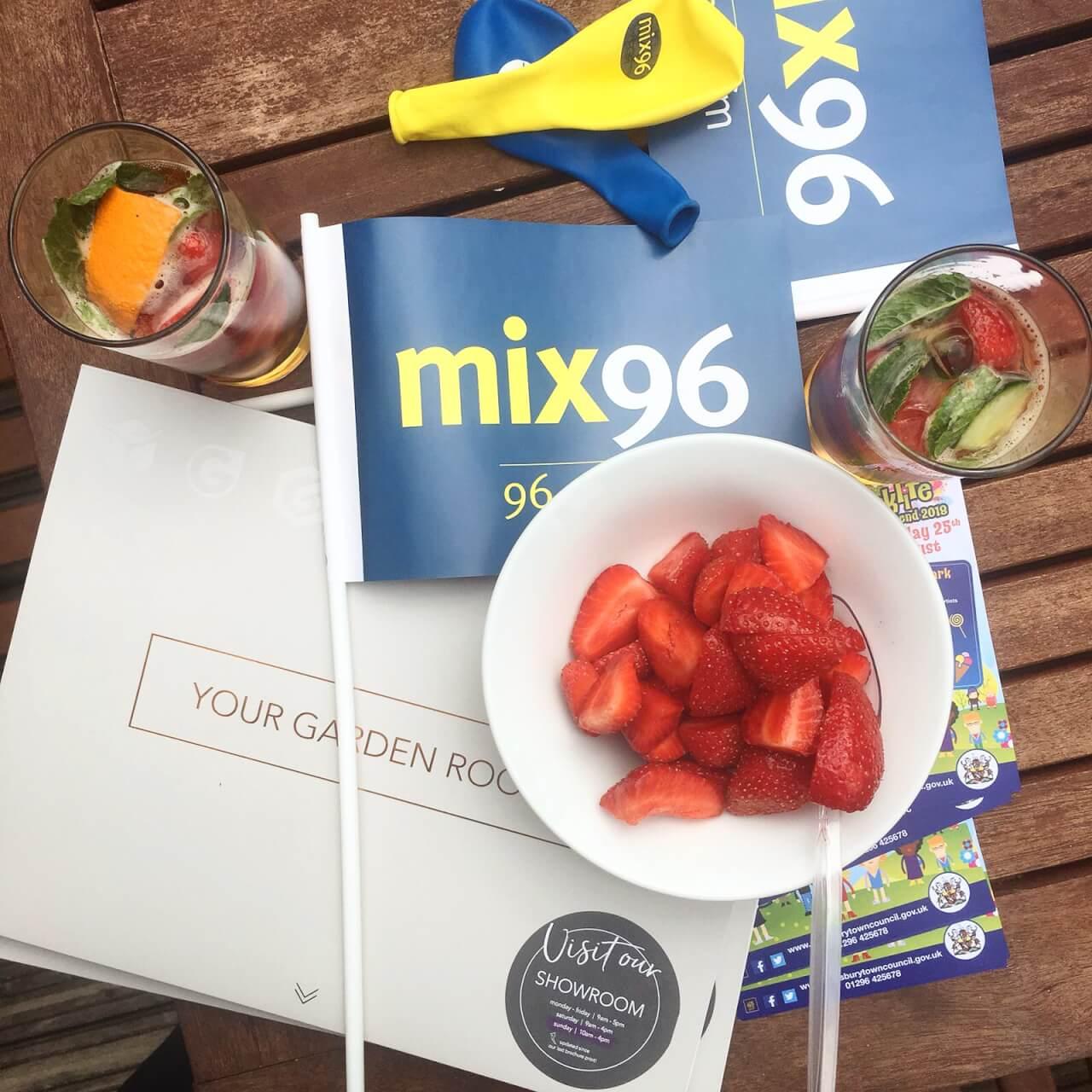 mix-96-duck-race-pimms